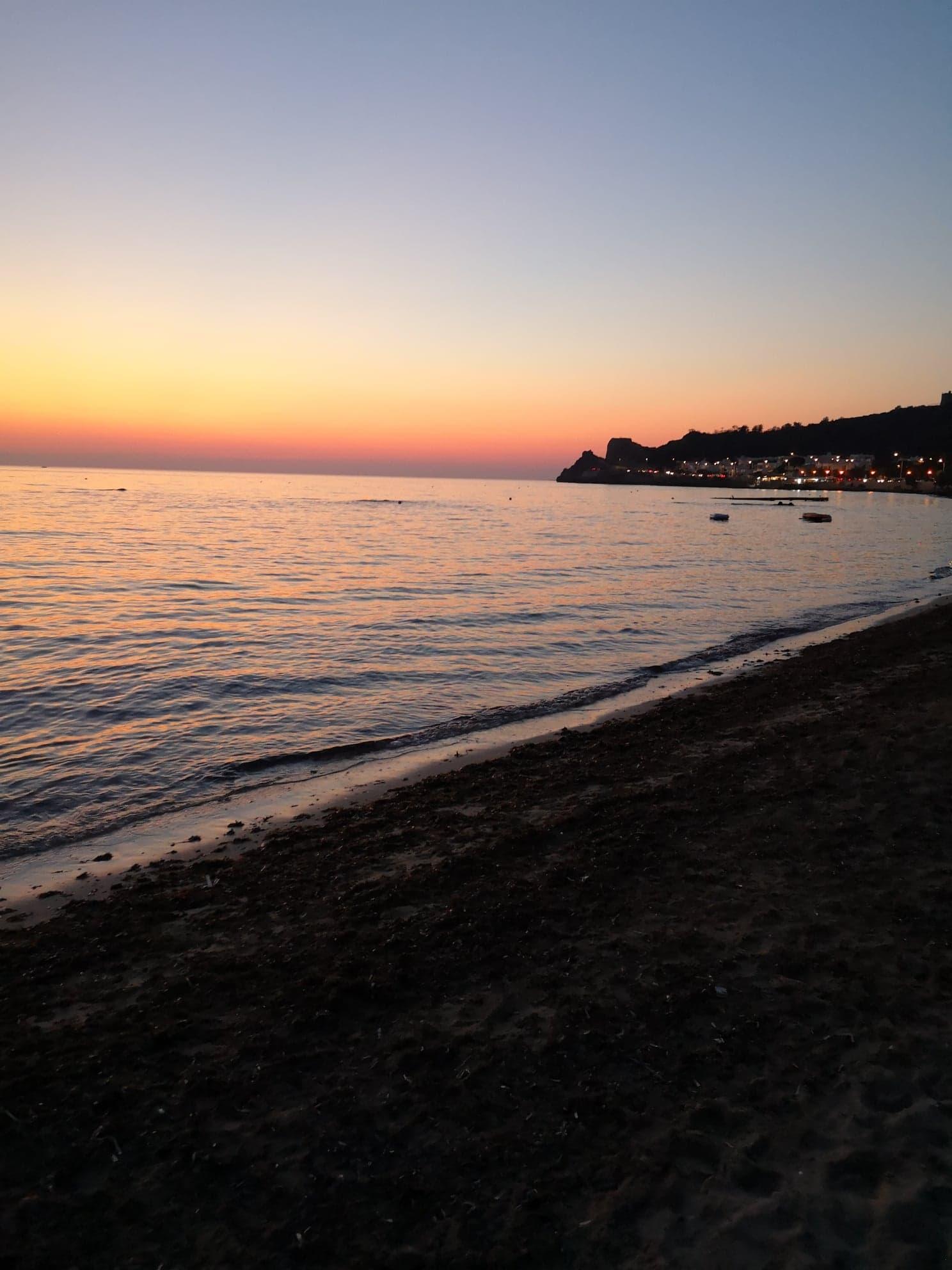 Coucher du soleil sur la plage d' Ali cane